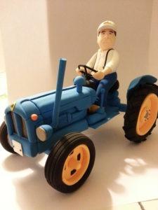 Avi amb tractor